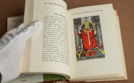 University Books Pictorial Key to the Tarot